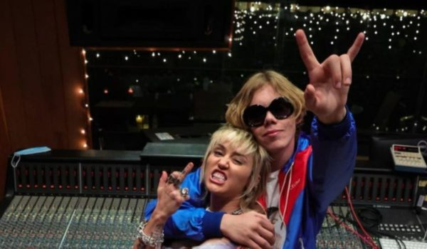 Miley is back. Confirmó colaboración con Kid Laroi.
